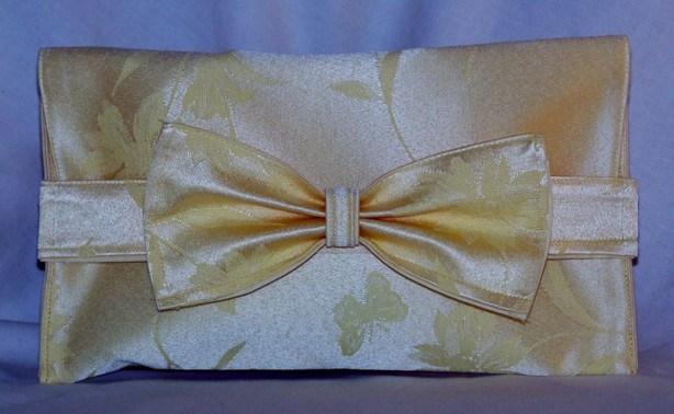 Upcycled Bow Clutch Purse - https://lcartera.wordpress.com/2013/05/02/upcycled-bow-clutch-tutorial/