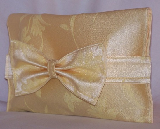 Upcycled Placemat - Bow Clutch Tutorial - http://wp.me/p2ZX0M-si