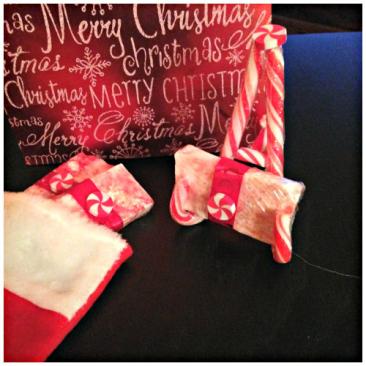 Candy Cane Soap Tutorial - https://starrcreative.wordpress.com/2015/11/15/easy-christmas-candy-cane-soap-tutorial/