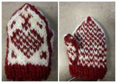 Miniature Scandinavian Hjerte Mitten Ornament - free sign-up for those that knit and crochet - https://www.ravelry.com/account/login
