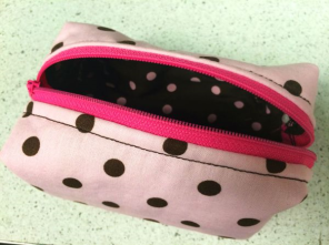 Mini Boxy Zipper Purse - https://kreativedoting.wordpress.com/2014/08/12/mini-boxy-zipper-purse/