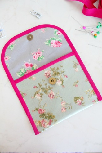 How to add a Magnetic Snap to your Project - by Petro -http://theseamanmom.com/tips-for-sewing-with-canvas/